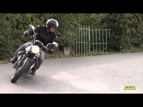 Moto Guzzi V7II 2015 on road
