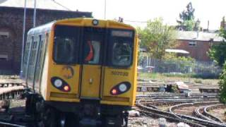 preview picture of video 'Merseyrail train leaving Southport Station bound for Liverpool'