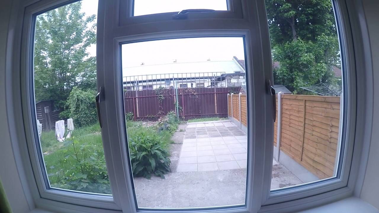 Well-lit rooms to rent in house share with garden in Stratford