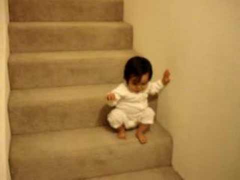 Boyundan büyük merdivenler de inermiş...