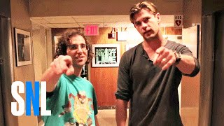 Крис Хемсворт, Extreme Skateboarding with Chris Hemsworth and Kyle Mooney - SNL