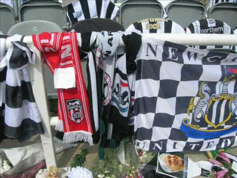Tributes to Sir Bobby Robson at St James' Park