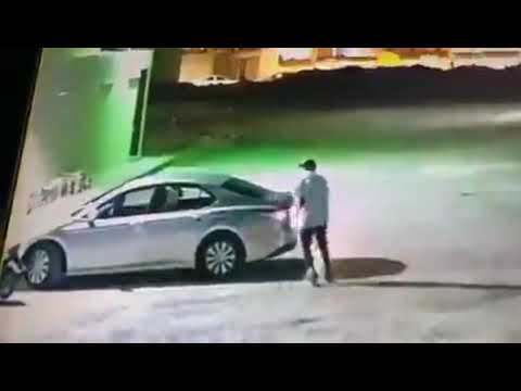 بالفيديو.. لص يسرق مركبة بداخلها امرأة في الرياض