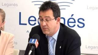 preview picture of video 'Rueda del alcalde de Leganés, Jesús Gómez, y de la Delegada del Gobierno, Cristina Cifuentes'