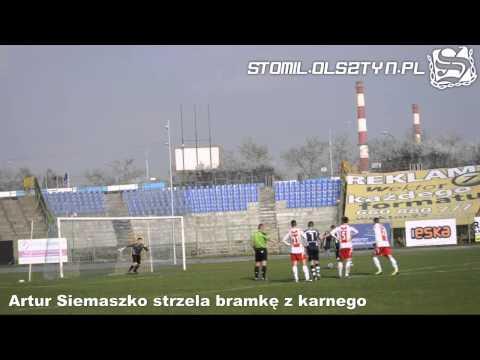 Artur Siemaszko strzela bramkę w meczu Stomil Olsztyn - AP ŁKS Łódź