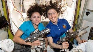 Впервые в истории две женщины одновременно вышли в открытый космос…