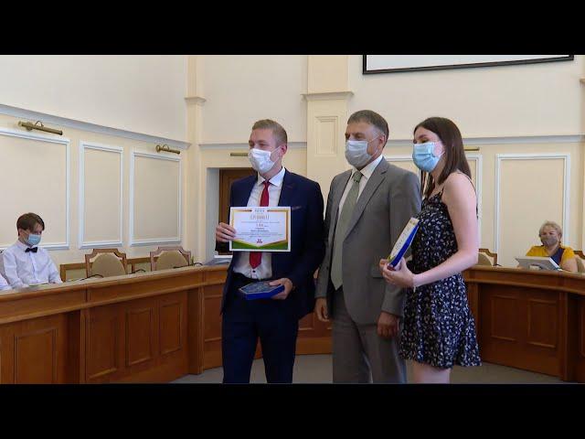 Талантливые студенты получили премии мэра АГО