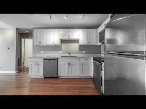 A Lincoln Park 2-bedroom, 1-bath, apartment 305 at 1818 N Halsted