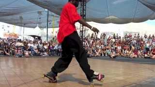 Amazing Roller Skater Pulls Off an Incredible Performance