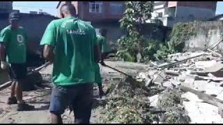 Equipe de limpeza retira 7 toneladas de lixo por dia do Rio Furado, na Alemoa