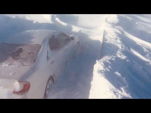 Мощные снегопады, парализованное движение. Штормовое предупреждение в Казахстане