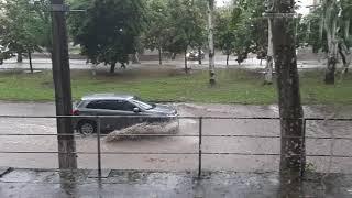 Мощный ливень вновь затопил улицы Николаева. ВИДЕО