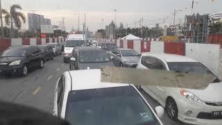 Lihat Ambulance malaysia masuk dalam kemacetan