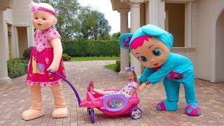 Настя и папа устроили распродажу игрушек