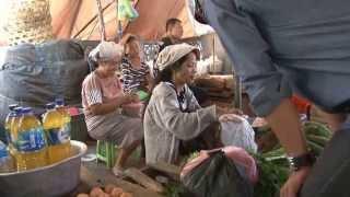 preview picture of video 'pasar di Singaraja Bali 2013'
