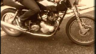 preview picture of video 'Polo starting the Norton Commando'