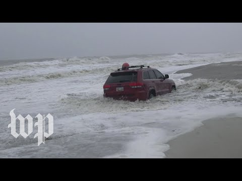 Car defeated by waves of Hurricane Dorian draws a crowd