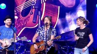 Pour Some Sugar On Me - Sugarland & Lauren Alaina 2012 - YouTube