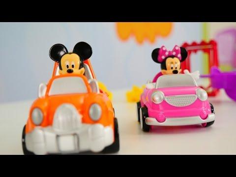 Miki Fare ve Mini parkta oynuyorlar. Miki Fare arabası.  Miki Fare oyunlarını izle