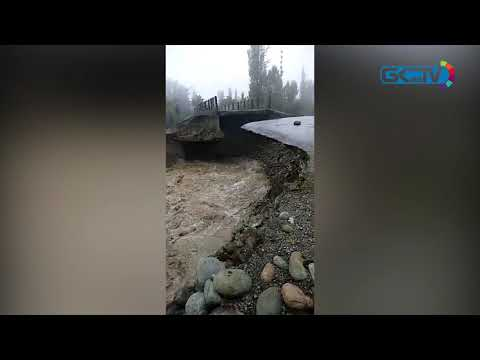 Flash floods damage bridge in Tangmarg, inundate villages in Pattan