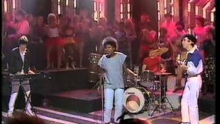 Joan Armatrading - Drop The Pilot. Top Of The Pops 1983