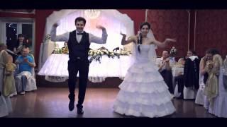 Смотреть онлайн Шикарный свадебный танец