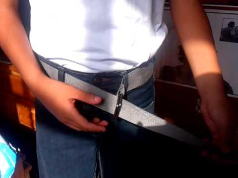 Cómo colocarse cinturón o correa de tela