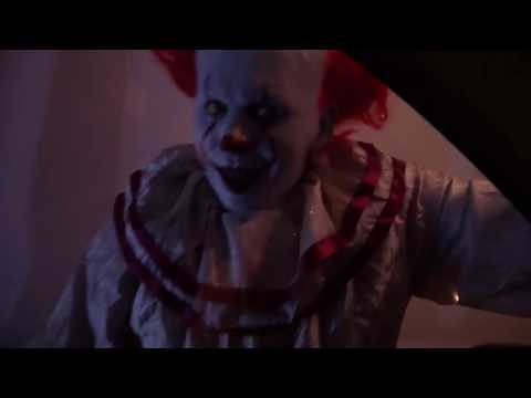 Scary Killer Clown Attacks As PENNYWISE From It.