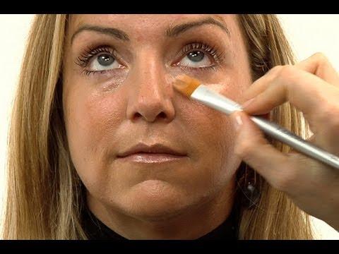 Wie die Kreise unter den Augen mit der Hilfe konsilera zu entfernen