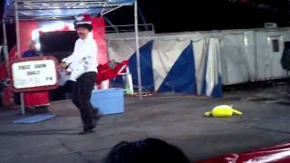 preview picture of video 'free circus at Holiday Carnival'