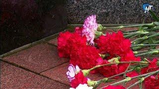 В Новгороде прошли траурные мероприятия, посвященные памяти жертв репрессий