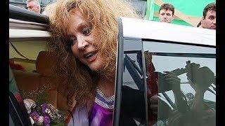 Алла Пугачева впервые вышла в свет после болезни !!! Бузова расплакалась ...