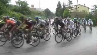 preview picture of video 'Giro d'Italia 2012 11^tappa passaggio a Ponte San Giovanni, con telecronaca e commento tecnico.avi'