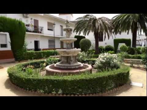 Pizarra: En la Costa del Sol, la vega del azahar