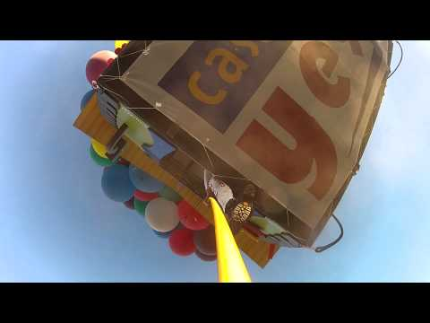La casa che vola con i palloncini