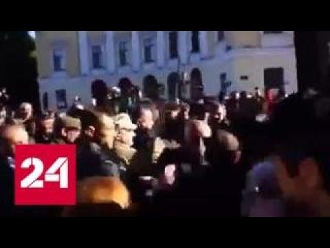 В центре Одессы под украинские песни передрались противники и сторонники Саакашвили