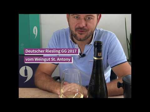 """9Weine Gründer Michael präsentiert den """"10 Morgen Riesling GG 2017 vom Weingut St. Antony"""""""
