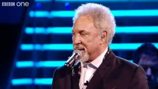 Sir Tom and Leanne duet 'Mama Told Me Not To Come' - The
