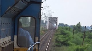 VALMIKINAGAR To PANIYAHWA Train Journey On A WDP4D Locomotive In Dense Forests!