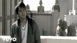 Luis Fonsi - Aunque Estes Con El (Official Music Video)