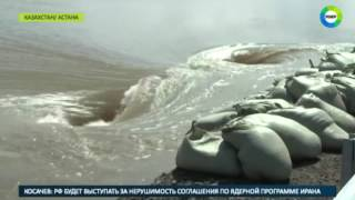 Жуткий паводок из Казахстана идет в Россию - МИР24