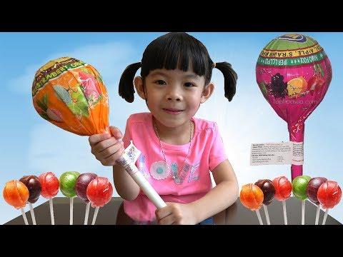 Download Bóc Kẹo Mút Khổng Lồ - Giant Lollipop Surprise Unboxing ❤ AnAn ToysReview TV ❤ HD Mp4 3GP Video and MP3