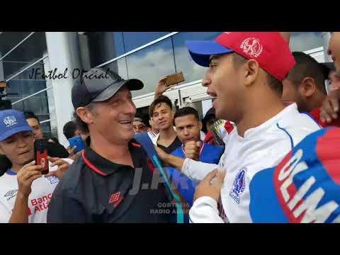 """""""Las palabras de Pedro Troglio a la Ultra Fiel"""" Barra: La Ultra Fiel • Club: Club Deportivo Olimpia • País: Honduras"""