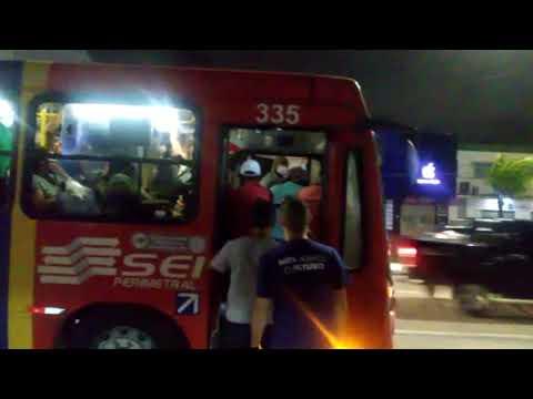Aglomeração em ônibus no Recife e cadeirante fica sem conseguir entrar