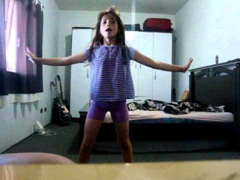 Leticia - dançando lady gaga !