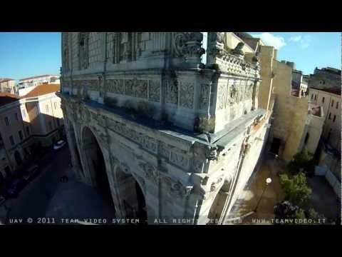 Volare sul Duomo di Sassari - Sardegna (immagini aeree UAV di San Nicola)