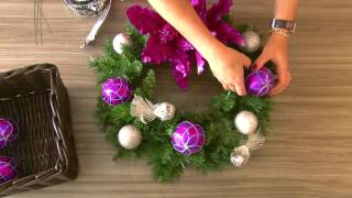 Wreath Remodelling – colour matching your other Christmas Decorations