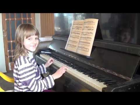 Учимся играть на пианино  Этюд    Learning to play the piano  Etude
