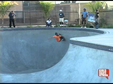 Mimi Knoop Skateboarding (2004)