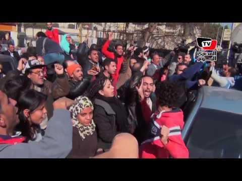 فرحة وهتافات أمام مجلس الدولة عقب الحكم بمصرية «تيران وصنافير»